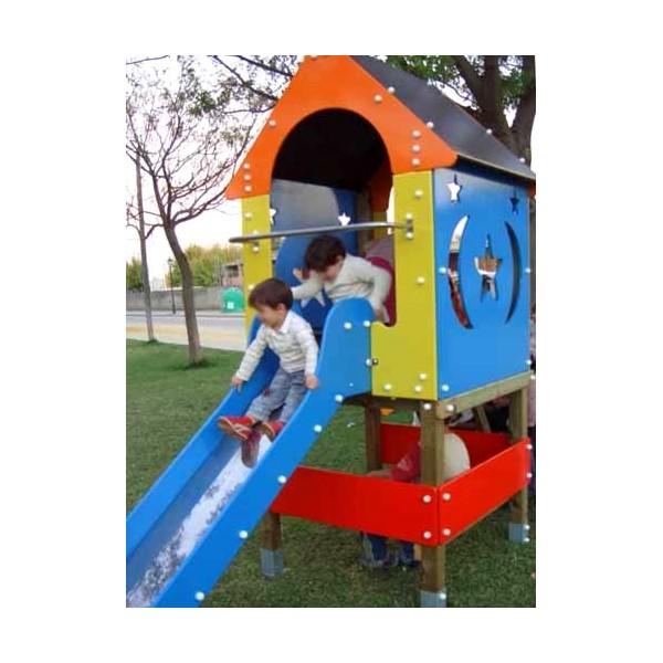 Niños jugando en columpios