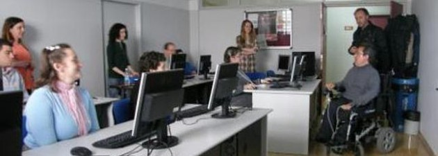 Santander imparte cursos de informática a personas con discapacidad
