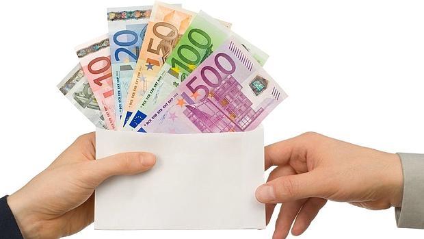 billetes en un sobre
